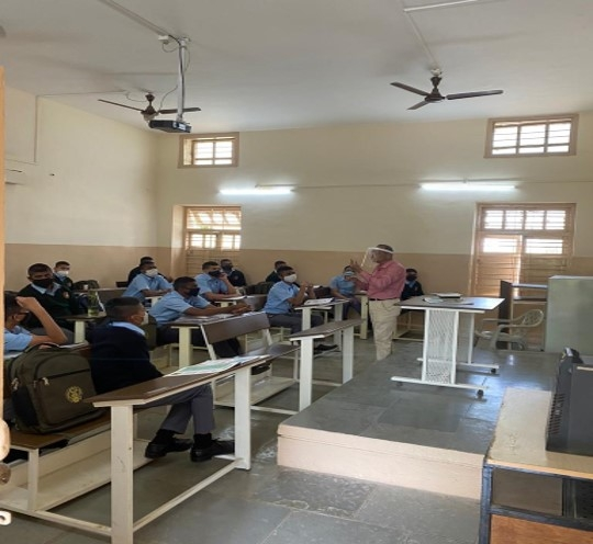 CLASS IN PROGRESS WITH SOCIAL DISTANCING_1