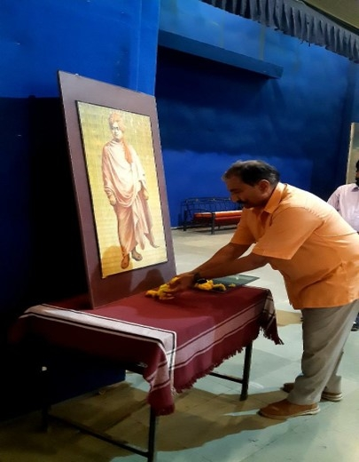 FLORAL TRIBUTES BEING PAID TO SWAMI VIVEKANANDA BY THE COMMANDANT_1
